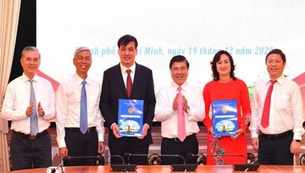 Công bố quyết định phê chuẩn kết quả bầu Phó Chủ tịch UBND TP HCM
