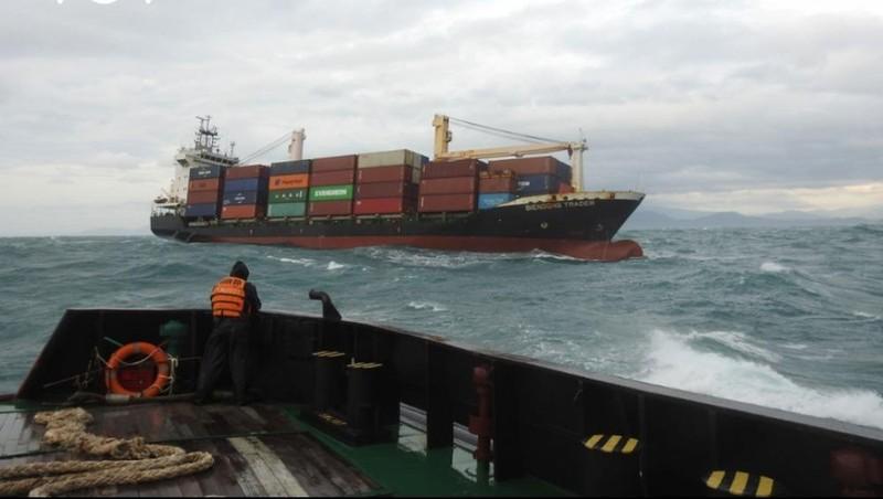 Cứu hộ thành công tàu container Biendong Trader