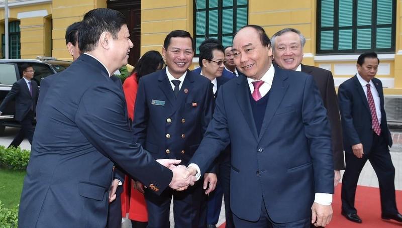 Thủ tướng Nguyễn Xuân Phúc đến dự Hội nghị triển khai công tác tòa án năm 2021. Ảnh: VGP