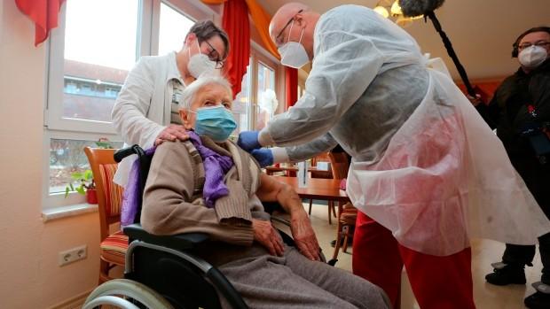 Châu Âu khởi động chương trình tiêm chủng vắc-xin Covid-19 quy mô chưa từng có