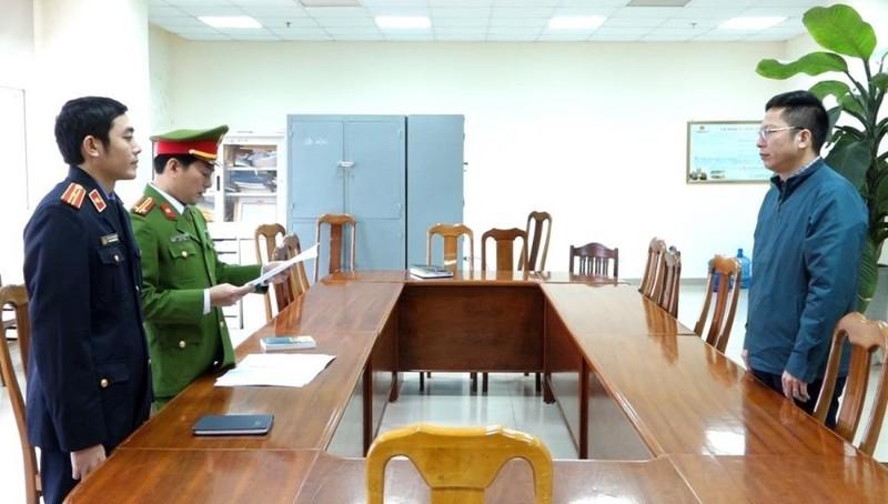 Tống đạt quyết định khởi tố bị can và lệnh khám xét chỗ ở, chỗ làm việc đối với ông Trương Tấn Lâm.