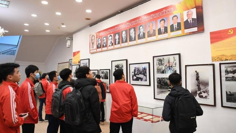 """Triển lãm """"Đảng ta thật là vĩ đại"""" khẳng định vai trò lãnh đạo của Đảng Cộng sản Việt Nam"""