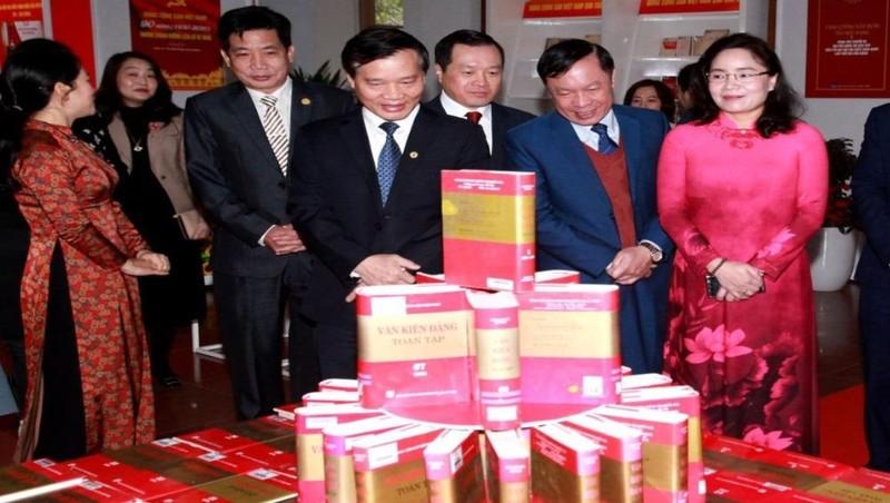 """Triển lãm tư liệu """"Đảng Cộng sản Việt Nam - Sáng mãi niềm tin"""" giới thiệu 1.000 tư liệu tiêu biểu được lựa chọn trưng bày theo 4 nội dung. Ảnh: VGP"""