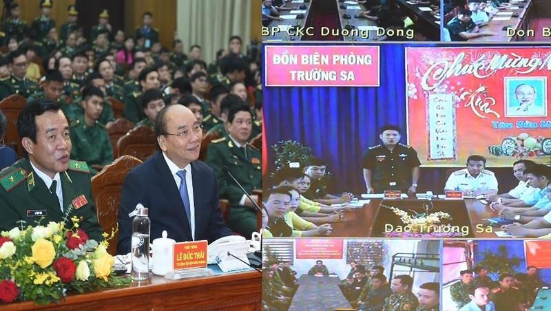 Thủ tướng trò chuyện trực tuyến với BĐBP  Trường Sa. Ảnh VGP/Quang Hiếu
