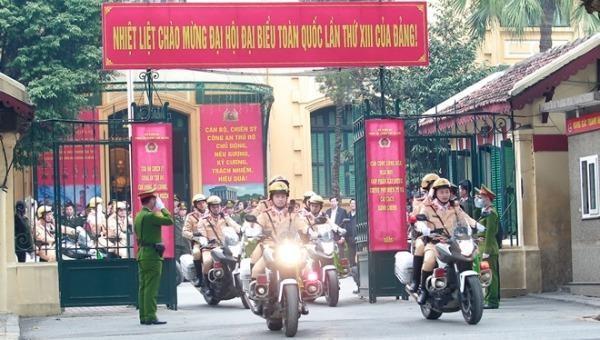 Công an TP Hà Nội ra quân, đảm bảo an ninh, an toàn phục vụ Đại hội Đảng lần thứ XIII. Ảnh: Xuân Mai.