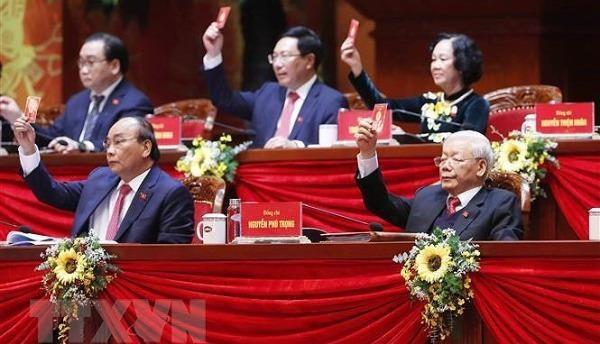 Đoàn Chủ tịch biểu quyết thông qua Chương trình làm việc của Đại hội tại phiên trù bị sáng 25/1. Ảnh: TTXVN