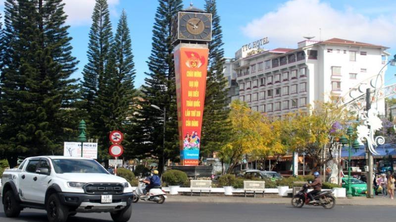 TP Đà Lạt (Lâm Đồng) tưng bừng chào mừng Đại hội XIII của Đảng. Ảnh: baolamdong