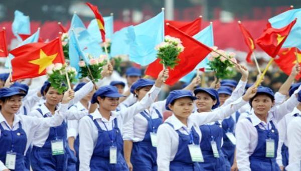 Giai cấp công nhân trên mọi miền Tổ quốc đã hăng hái ra sức thi đua lao động sáng tạo, lập thành tích xuất sắc chào mừng Đại hội XIII của Đảng. Ảnh: tuyengiao.vn