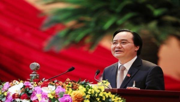 Ông Phùng Xuân Nhạ,  Ủy viên Trung ương Đảng, Bộ trưởng Bộ GD-ĐT trình bày tham luận của Ban Cán sự Đảng Bộ GD-ĐT tại Đại hội XIII của Đảng.