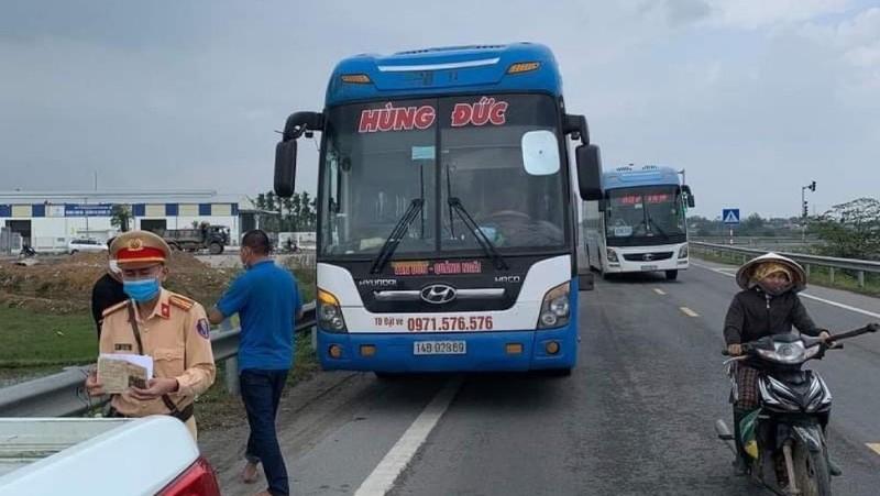 Quảng Ngãi: Truy vết người đi xe khách chạy từ vùng dịch rồi xuống xe dọc đường