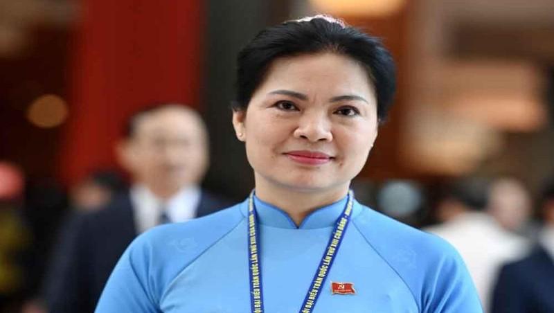 Bà Hà Thị Nga, Chủ tịch Hội Liên hiệp Phụ nữ Việt Nam bên hành lang Đại hội XIII của Đảng.