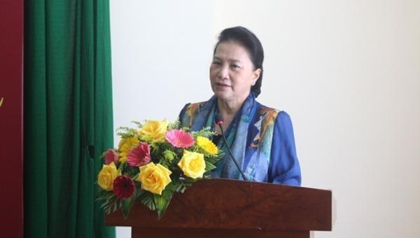 Chủ tịch Quốc hội trao quà Tết tại tỉnh Bến Tre