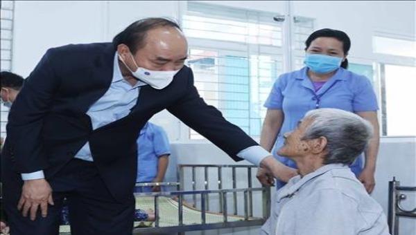 Thủ tướng Nguyễn Xuân Phúc: Cần làm tốt chính sách xã hội với người yếu thế