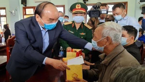 """Thủ tướng Nguyễn Xuân Phúc: Quan tâm chăm lo Tết """"để mỗi nhà, mỗi người đều có Tết"""""""