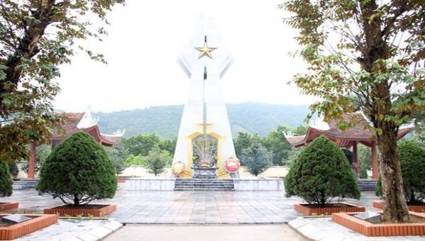 Đài tưởng niệm các anh hùng liệt sỹ Pò Hèn. (Nguồn: Mongcai.gov.vn)