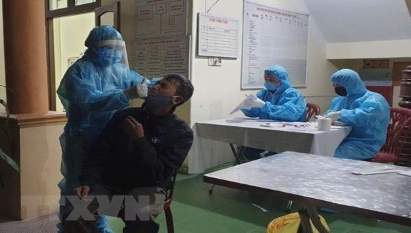 Các doanh nghiệp Quảng Ninh chủ động đưa người lao động đi xét nghiệm COVID-19