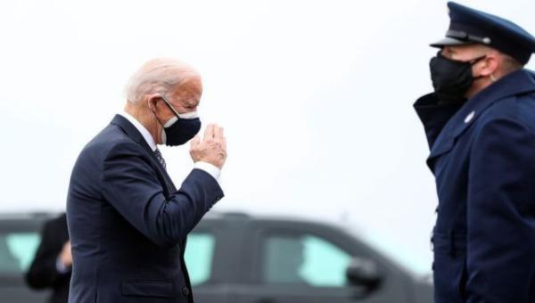 Tổng thống Hoa Kỳ Joe Biden rời Washington để đi thăm nhà máy sản xuất của Pfizer ở Michigan. Ảnh: Reuters (chụp ngày 19/2/2021)