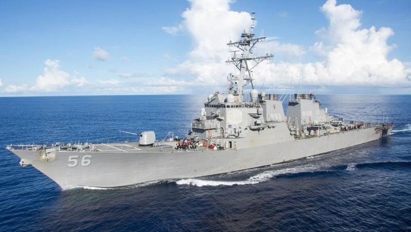 Tàu hải quân USS John S McCain của Mỹ.