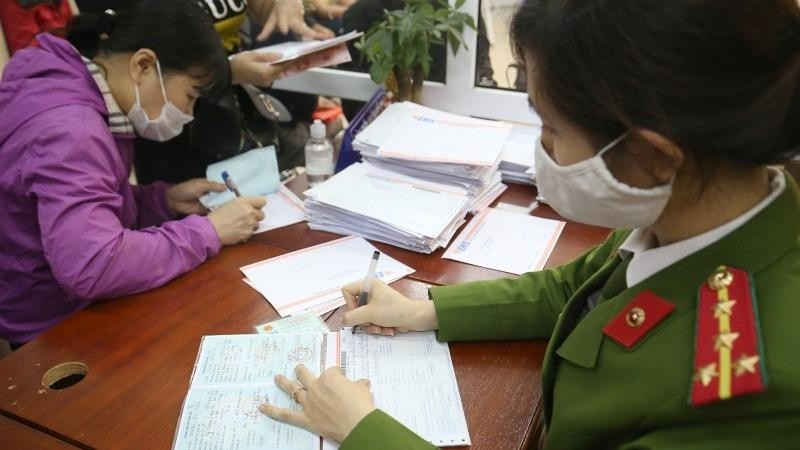Hộ khẩu tỉnh khác có làm CCCD gắn chíp tại Hà Nội được không?