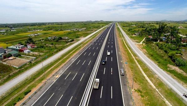 Cần đầu tư xây dựng thêm 3.000 km đường cao tốc.