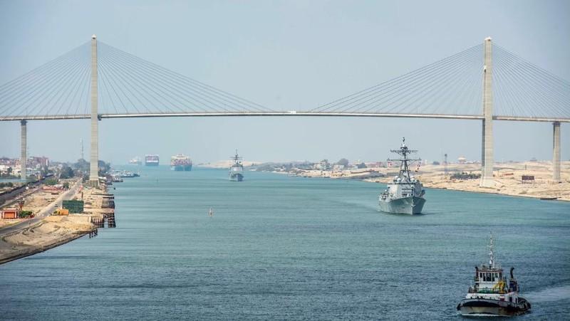 Kênh đào Suez được giải phóng sau 1 tuần sự cố. Ảnh: Reuters