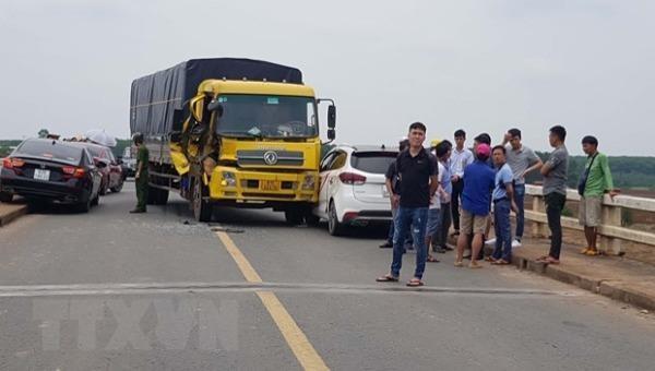 Ùn tắc gần 1km trên Quốc lộ 14 do tai nạn giao thông liên hoàn