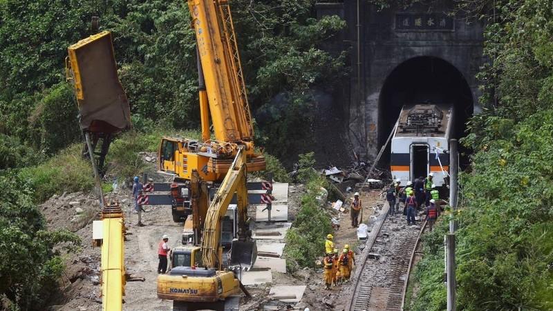 Đài Loan (Trung Quốc) tiếp tục điều tra vụ tai nạn đường sắt tồi tệ