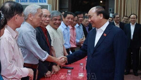 Chủ tịch nước Nguyễn Xuân Phúc với cử tri Tổ dân phố số 8, phường Điện Biên, quận Ba Đình, Hà Nội.