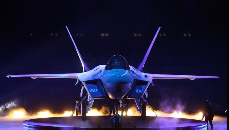 """Hàn Quốc trình làng nguyên mẫu máy bay chiến đấu """"cây nhà lá vườn"""" đầu tiên KF-21"""