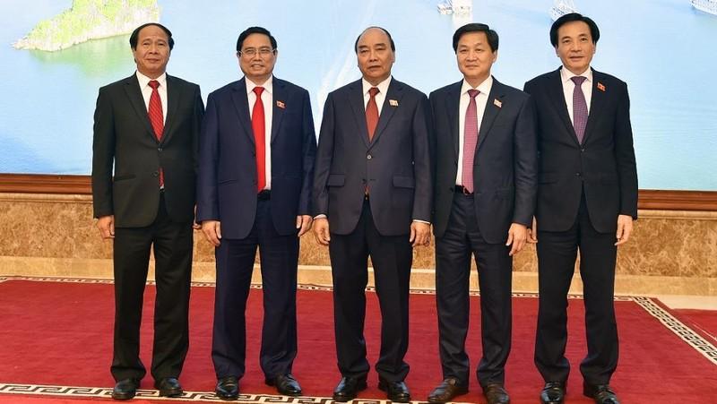 Giới thiệu chữ ký tân Thủ tướng và 2 Phó Thủ tướng