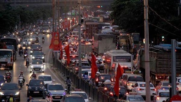 Điều tiết chống ùn tắc giao thông trên các trục chính ra vào Hà Nội và TP Hồ Chí Minh