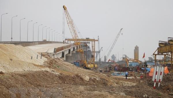 Nhà thầu xây lắp đẩy nhanh tiến độ thi công đoạn Cao Bồ-Mai Sơn thuộc dự án đầu tư xây dựng cao tốc Bắc-Nam phía Đông. Ảnh: Đức Phương/TTXVN