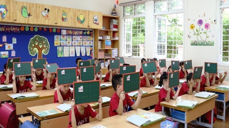 """Bộ GD&ĐT chú trọng đổi mới phương pháp dạy và học để học sinh tiểu học được """"học mà chơi, chơi mà học"""". (Ảnh minh hoạ: học sinh trường Tiểu học Lý Thái Tổ, Hà Nội)"""