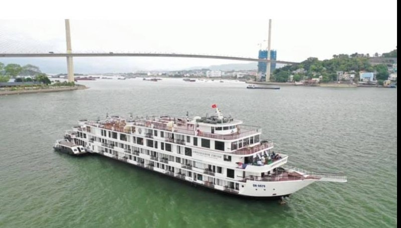 Cách ly du thuyền Ambassador và 122 khách trên vịnh Hạ Long