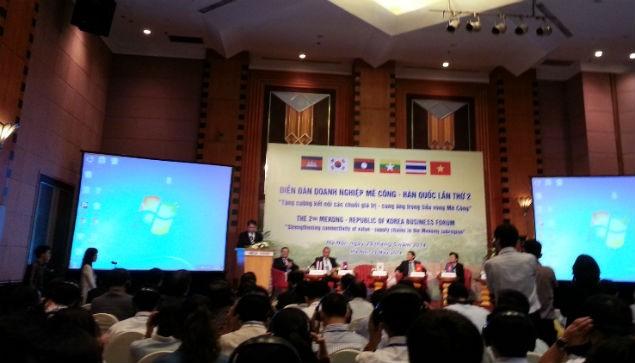 Thứ trưởng ngoại giao Hàn Quốc phát biểu tại diễn đàn cam kết hỗ trợ đầu tư các nước Mê Công tiến đến giai đoạn phát triển thần kì. Ảnh: Hướng Dương