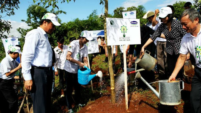 Quỹ 1 triệu cây xanh cho Việt Nam trồng 40.000 cây xanh ở di tích đồi Độc Lập. Ảnh: Xuân Phú