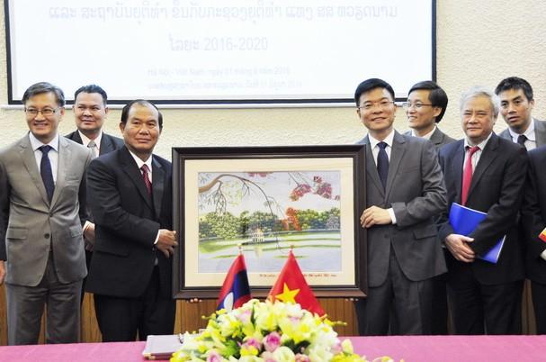 Củng cố quan hệ hữu nghị hợp tác giữa hai Bộ Tư pháp Việt Nam – Lào