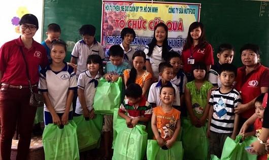 Bình Định: Tấm lòng sẻ chia cảm hóa tâm hồn trẻ khuyết tật
