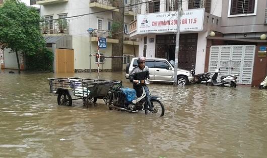 Cảnh báo ngập nhiều phố, mưa có thể tiếp diễn 2 ngày tại Hà Nội