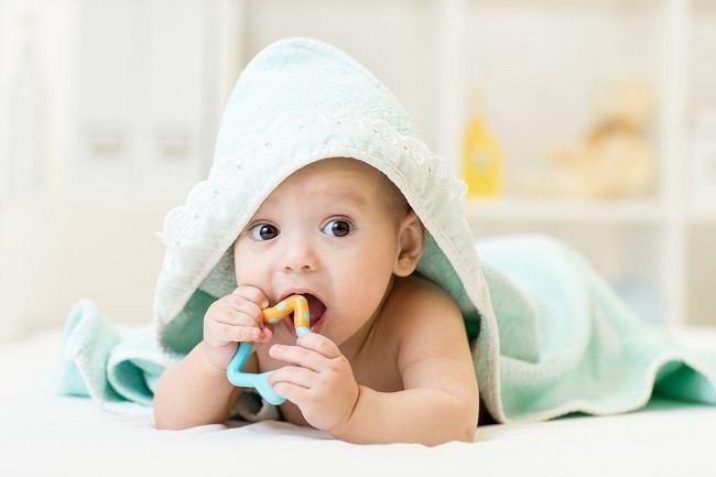 trẻ sốt mọc răng làm sao nhanh khỏi
