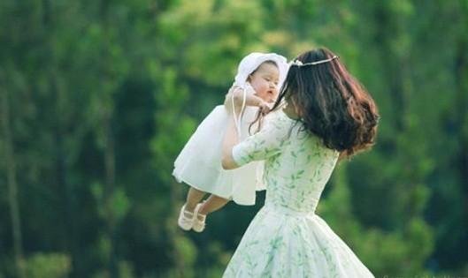 Bí quyết cho mẹ giúp con chân dài, da trắng