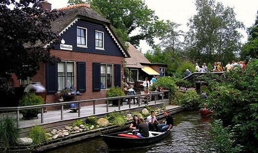 Khám phá ngôi làng không có lối đi ở Hà Lan