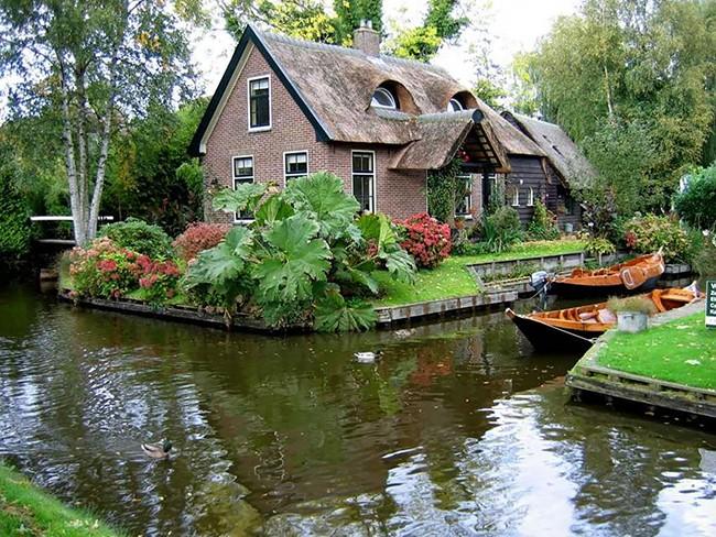 Ngẩn ngơ trước vẻ đẹp của Giethoorn, ngôi làng không lối đi tại Hà Lan - Ảnh 10.