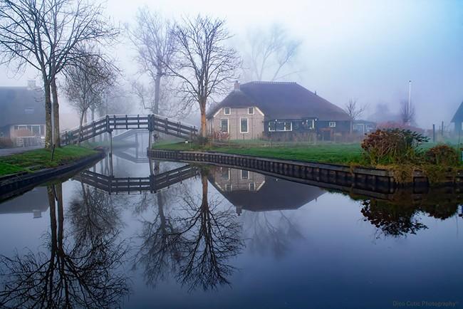Ngẩn ngơ trước vẻ đẹp của Giethoorn, ngôi làng không lối đi tại Hà Lan - Ảnh 2.