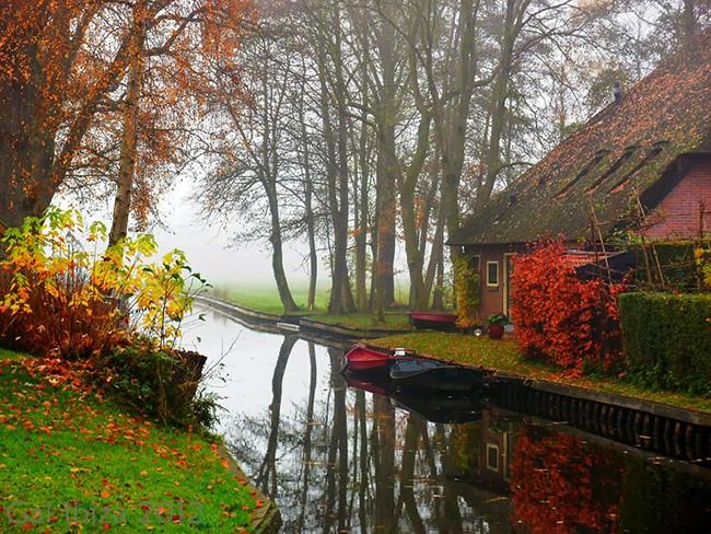 Ngẩn ngơ trước vẻ đẹp của Giethoorn, ngôi làng không lối đi tại Hà Lan - Ảnh 3.