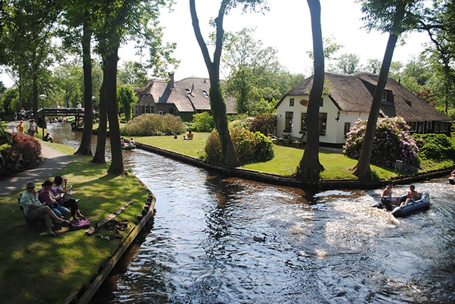 Ngẩn ngơ trước vẻ đẹp của Giethoorn, ngôi làng không lối đi tại Hà Lan - Ảnh 9.