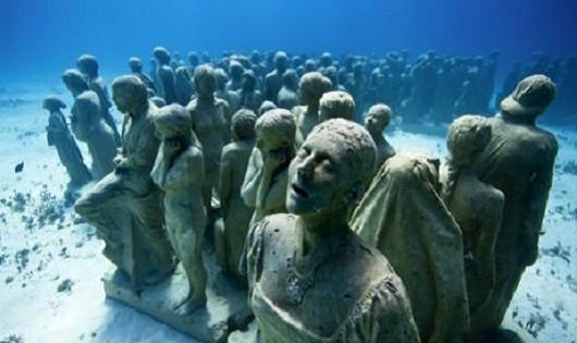 Những bức tượng ma mị chìm dưới lòng đại dương