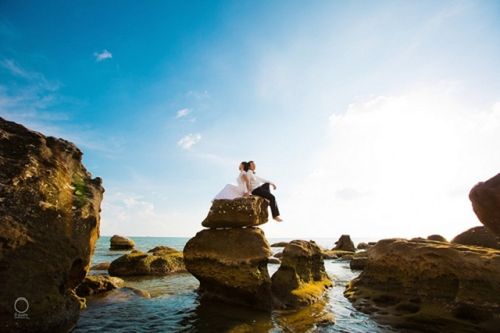Vẻ đẹp lãng mạn của những bãi biển đầy nắng gió ở Vũng Tàu khiến nơi đây trở thành địa điểm chụp ảnh cưới như trong cổ tích