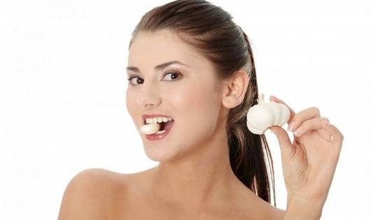 Bất ngờ với công dụng chữa chứng đau tai, đau đầu của tỏi