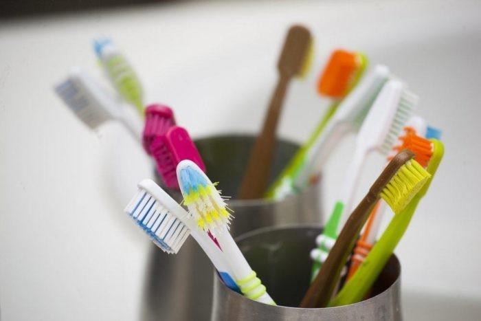 Đừng phớt lờ nguy cơ nhiễm bệnh từ bàn chải đánh răng!